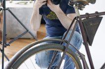 florian-freund-fotografiert-ein-fahrrad-640x960px