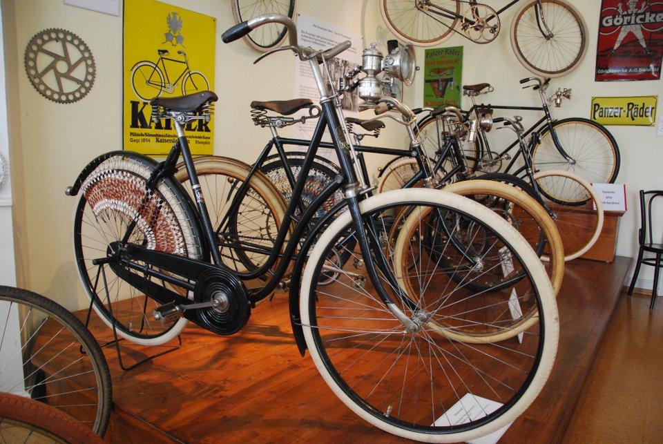 historische-fahrraeder-im-deutschen-fahrradmuseum-960x640px