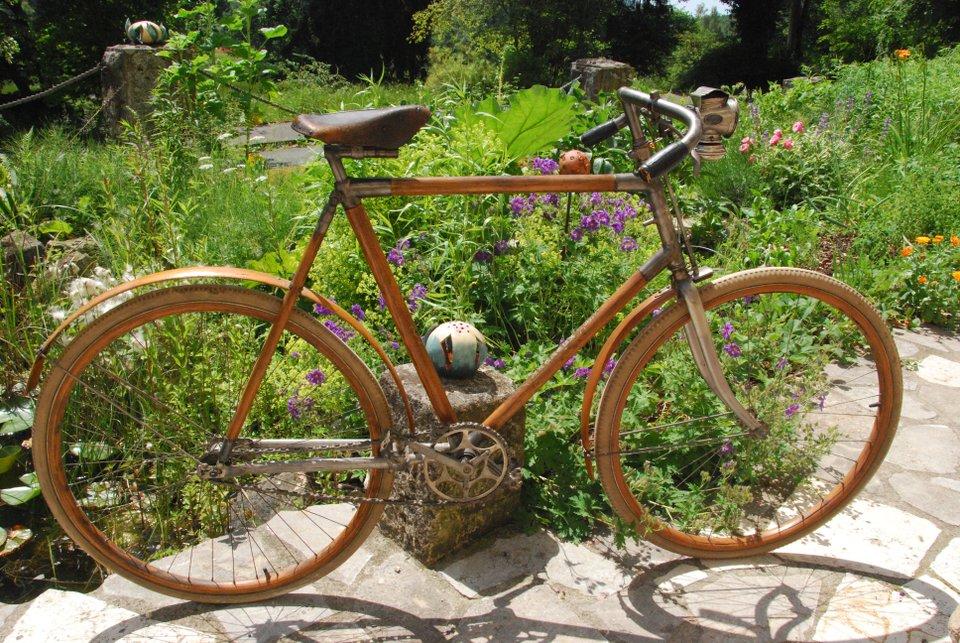 historisches-fahrrad-vor-dem-deutschen-fahrradmuseum-960x640px